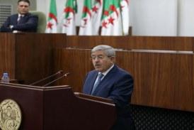 أويحيى وراء القضبان بتهم الفساد… أول رئيس حكومة يُسجن بتاريخ الجزائر
