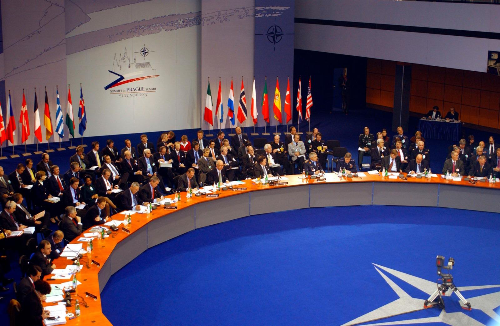 """غلطات """"الحلف الأطلسي"""" تخلط الأوراق في ليبيا وسوريا… بقلم كمال بن يونس"""