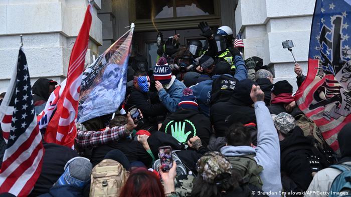 """تفكك قوة أمريكا"""" بعد ترامب؟ .. الصراع بين أنصار الحزبين الديمقراطي و الجمهوري يتواصل"""