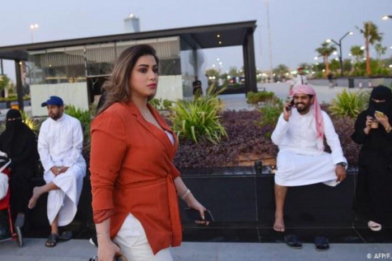 Arabie Saoudite : des femmes enlèvent leurs voiles intégrales en public